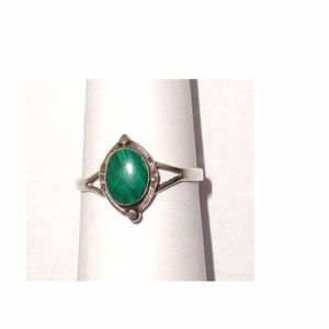 Jewelry - Vintage sterling 925 silver ring with malachite
